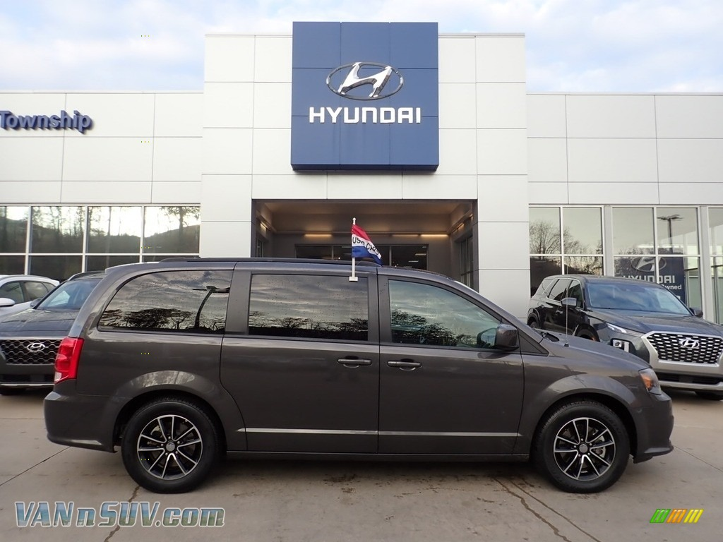 2019 Grand Caravan GT - Granite Pearl / Black photo #1