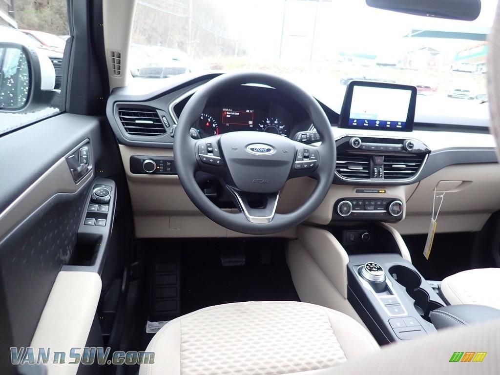 2020 Escape SE 4WD - Star White Metallic Tri-Coat / Sandstone photo #9