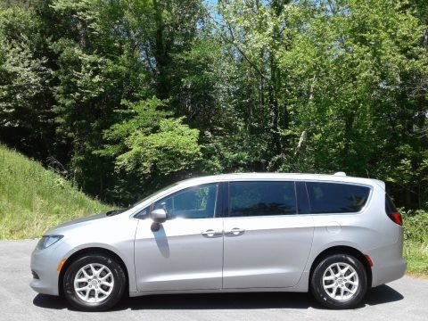 Billet Silver Metallic 2017 Chrysler Pacifica Touring