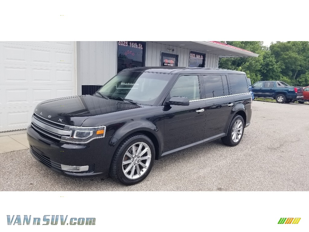 Tuxedo Black / Charcoal Black Ford Flex Limited