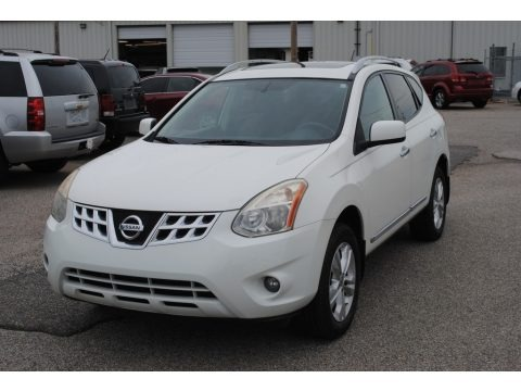Pearl White 2013 Nissan Rogue SV