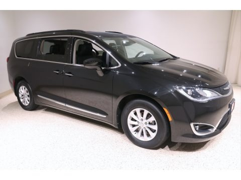 Brilliant Black Crystal Pearl 2017 Chrysler Pacifica Touring L
