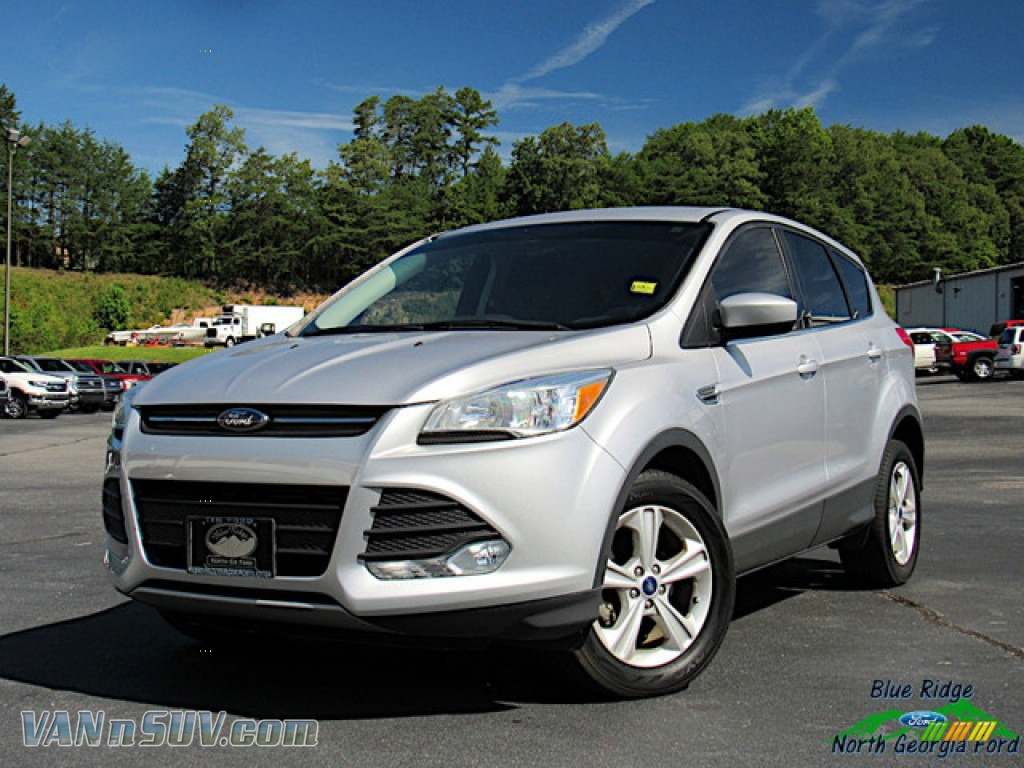 Ingot Silver Metallic / Medium Light Stone Ford Escape SE