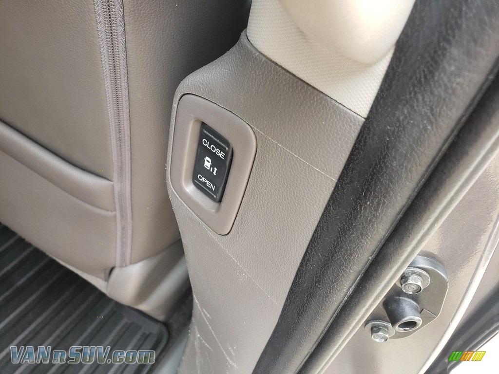 2013 Odyssey Touring Elite - Polished Metal Metallic / Gray photo #50