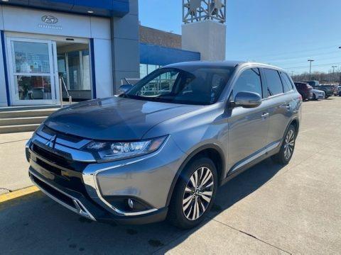 Mercury Gray Metallic 2019 Mitsubishi Outlander SE