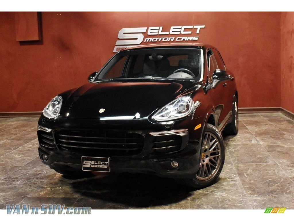 2017 Cayenne Platinum Edition - Black / Black photo #1