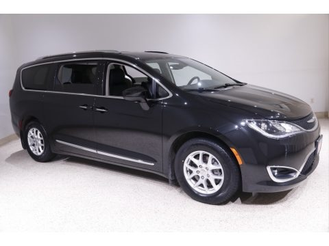 Brilliant Black Crystal Pearl 2020 Chrysler Pacifica Touring L