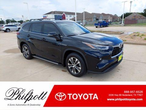 Midnight Black Metallic 2021 Toyota Highlander XLE