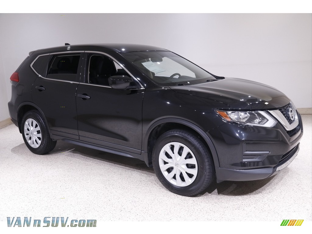 2017 Rogue SV AWD - Magnetic Black / Charcoal photo #1