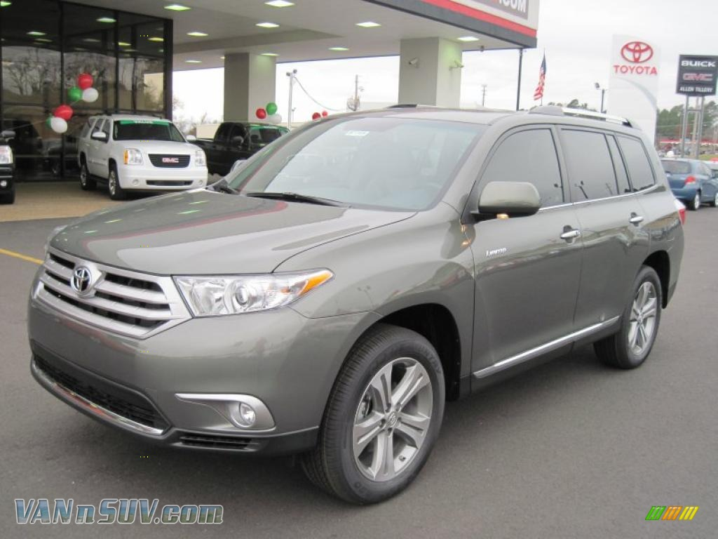 2011 toyota highlander limited in cypress green pearl. Black Bedroom Furniture Sets. Home Design Ideas