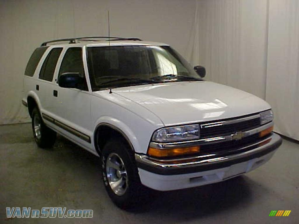 Summit White Beige Chevrolet Blazer