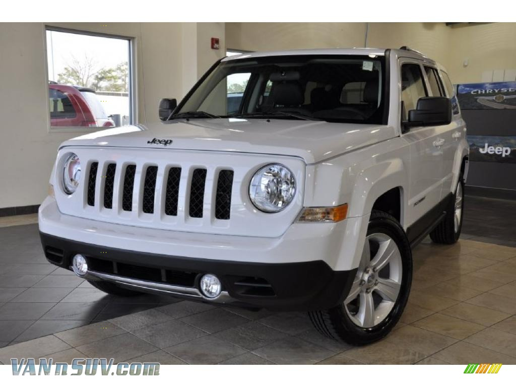 2011 jeep patriot latitude x in bright white photo 2. Black Bedroom Furniture Sets. Home Design Ideas