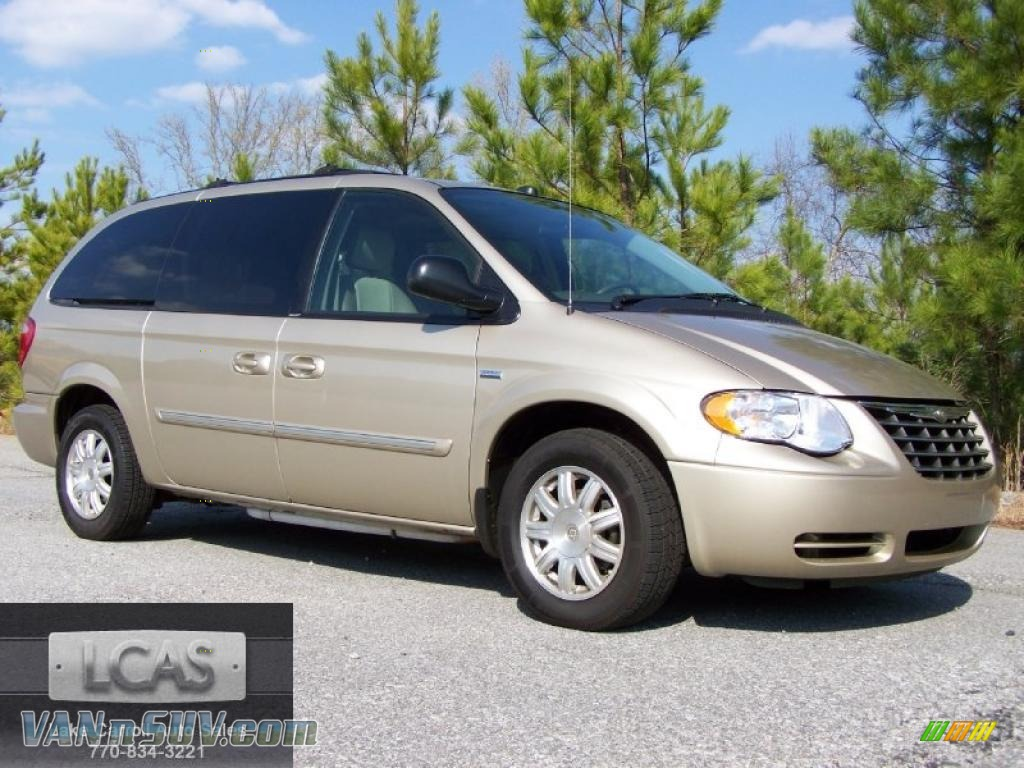 2005 chrysler town country touring in linen gold metallic photo 5 282074. Black Bedroom Furniture Sets. Home Design Ideas