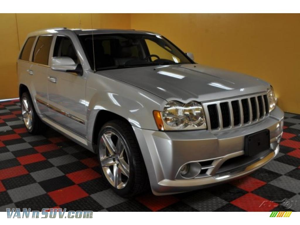 2007 jeep grand cherokee srt8 4x4 in bright silver. Black Bedroom Furniture Sets. Home Design Ideas