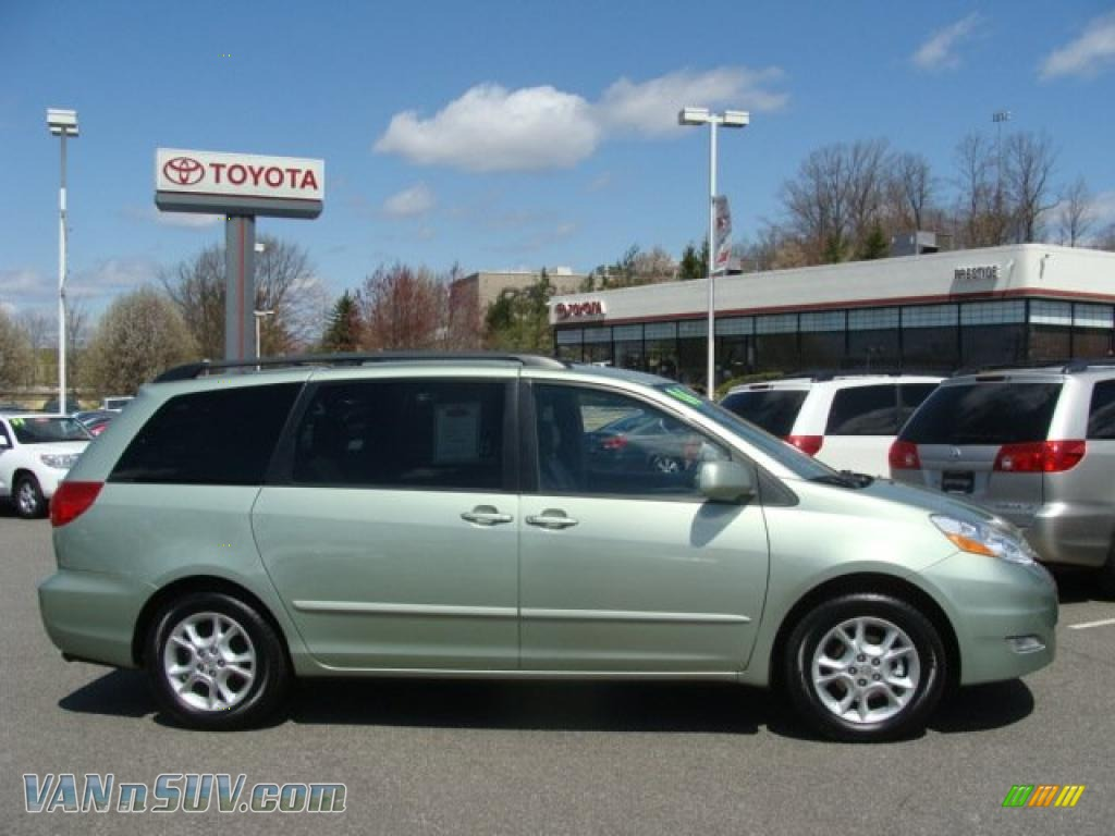 2006 toyota sienna xle in silver pine mica 477461. Black Bedroom Furniture Sets. Home Design Ideas