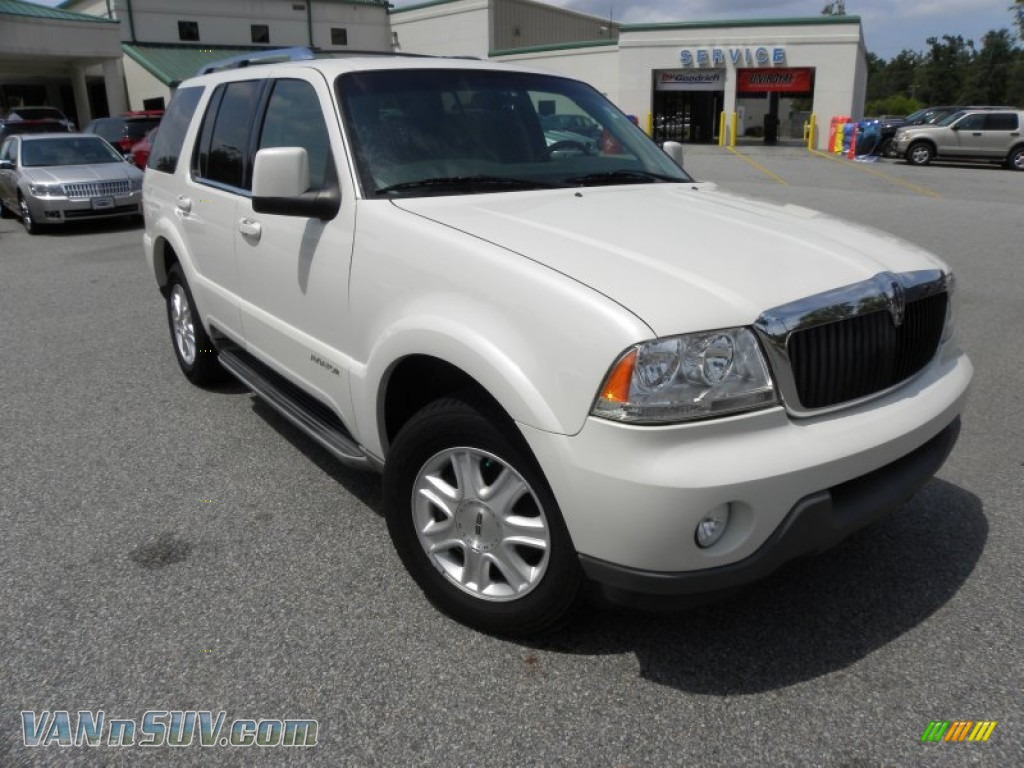 2004 lincoln aviator luxury in ceramic white tri coat. Black Bedroom Furniture Sets. Home Design Ideas