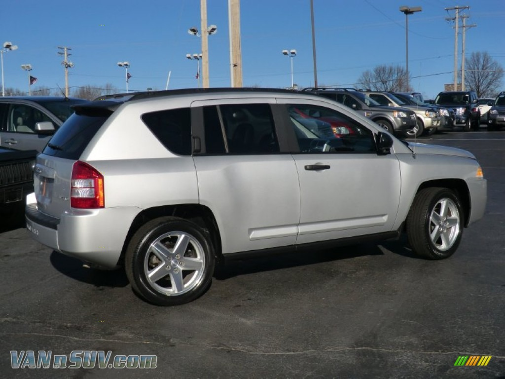 2008 Jeep Compass Limited 4x4 In Bright Silver Metallic