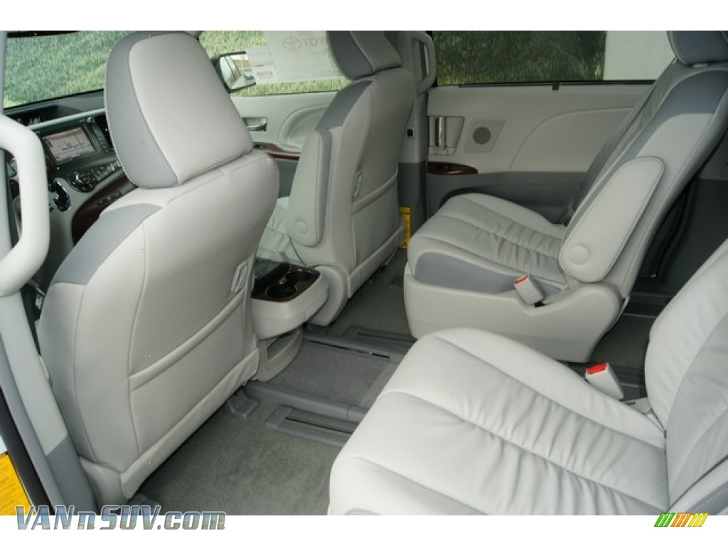 2012 Sienna Limited AWD - Blizzard White Pearl / Light Gray photo #9