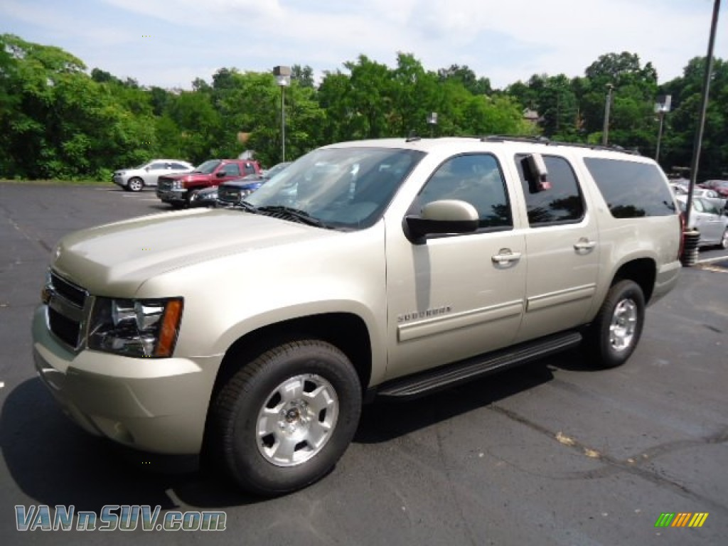 2013 chevrolet suburban lt 4x4 in champagne silver metallic photo 8 113007. Black Bedroom Furniture Sets. Home Design Ideas