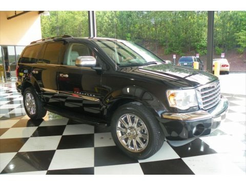Brilliant Black Crystal Pearl 2008 Chrysler Aspen Limited