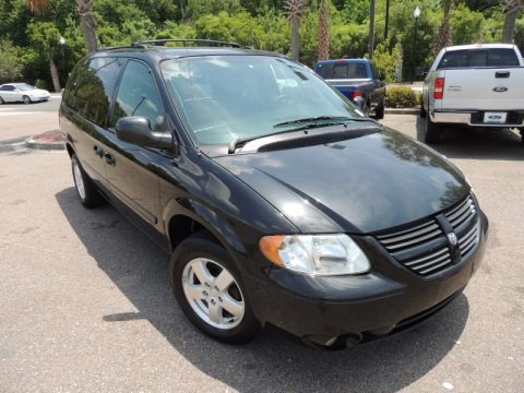 Brilliant Black Crystal Pearl 2005 Dodge Grand Caravan SXT