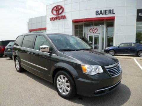 Brilliant Black Crystal Pearl 2011 Chrysler Town & Country Touring - L