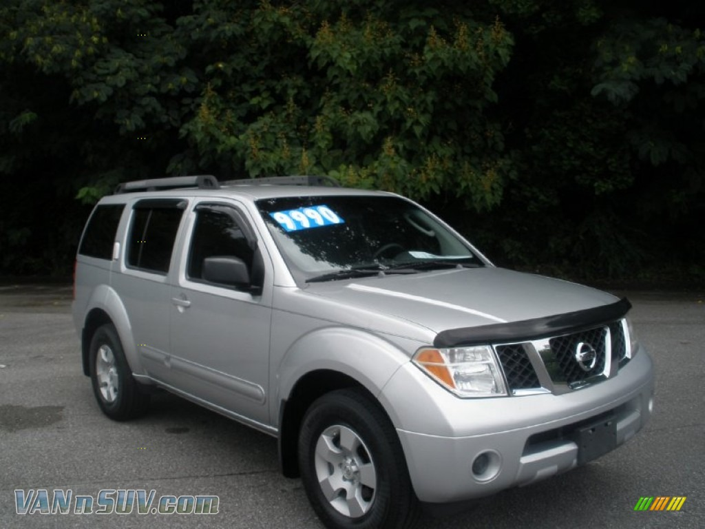 2005 nissan pathfinder xe in silver lightning metallic. Black Bedroom Furniture Sets. Home Design Ideas
